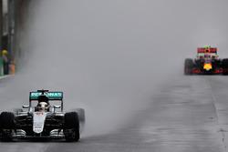 Lewis Hamilton, Mercedes AMG F1 W07 Hybrid; Max Verstappen, Red Bull Racing RB12