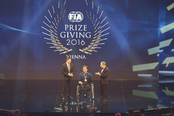 Frédéric Sausset receives the President Award from FIA President Jean Todt with Christophe Tinseau