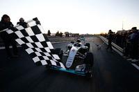 Formel 1 Fotos - Motorsport meets Sindelfingen: Mercedes feiert