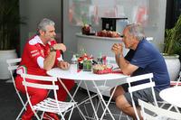 Formula 1 Foto - Giorgio Piola con Maurizio Arrivabene, Team Principal Ferrari