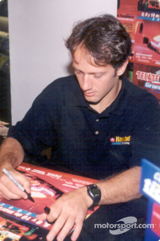 Cristiano da Matta signing autographs