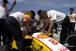 Bobby Rahal wishing Jimmy Vasser good luck
