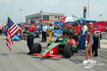 Adrian Fernandez on the starting grid