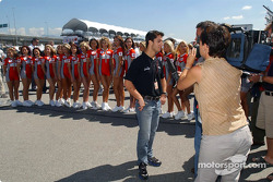 Bruno Junqueira and the Molson Indy girls