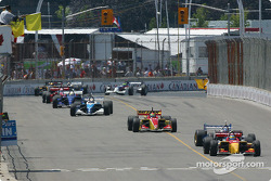 Under yellow: Sébastien Bourdais leads the field