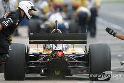 Pitstop practice for Oriol Servia, take 2