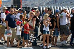 Fans watch starting grid