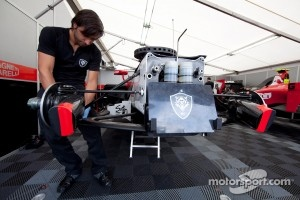 Scuderia Coloni mechanic at work