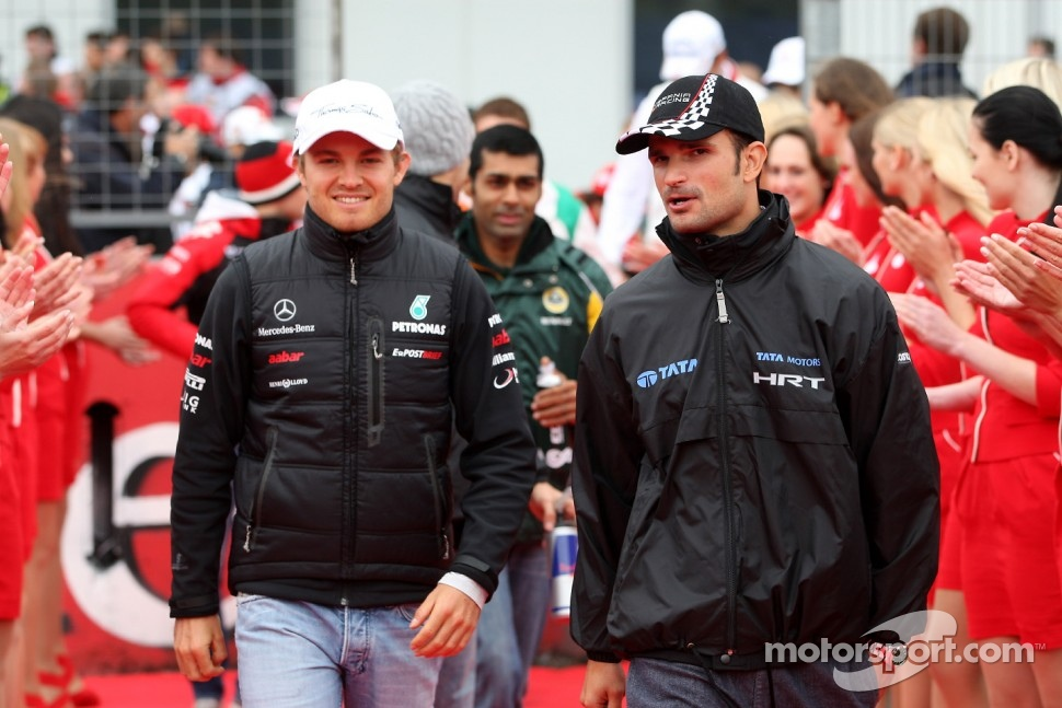 Nico Rosberg, Mercedes GP F1 Team, Vitantonio Liuzzi, HRT Formula One Team