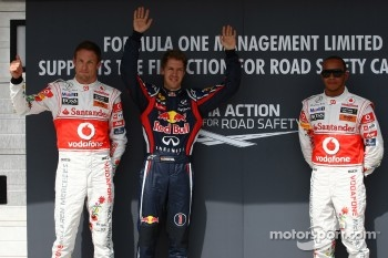 Jenson Button, McLaren Mercedes with pole man Sebastian Vettel, Red Bull Racing and Lewis Hamilton, McLaren Mercedes