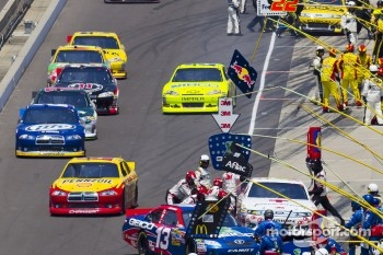 Kurt Busch, Penske Racing Dodge leads the field to track