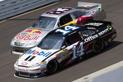 Tony Stewart, Stewart-Haas Racing Chevrolet and Brian Vickers, Red Bull Racing Team Toyota