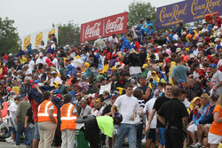 Crowd enduring rain before the start of the race