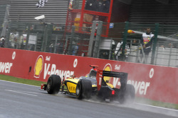 Romain Grosjean crosses the line to win the 2011 GP2 Series title