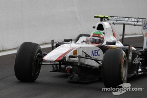 Sergio Perez, Sauber F1 Team missing his front wing