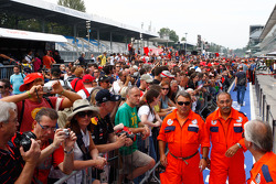 Pit Lane Fan autograph session