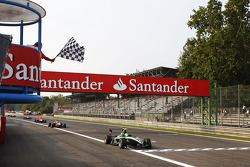 Antonio Felix Da Costa takes the chequered flag and victory in front of James Calado