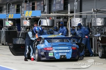 Pit stop for #77 Team Felbermayr Proton Porsche 911 RSR: Marc Lieb, Richard Lietz