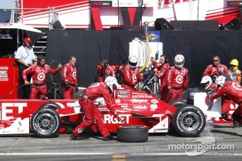 Pit stop for Scott Dixon, Target Chip Ganassi Racing