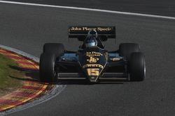 #15 Roger Wills, Lotus 92/5