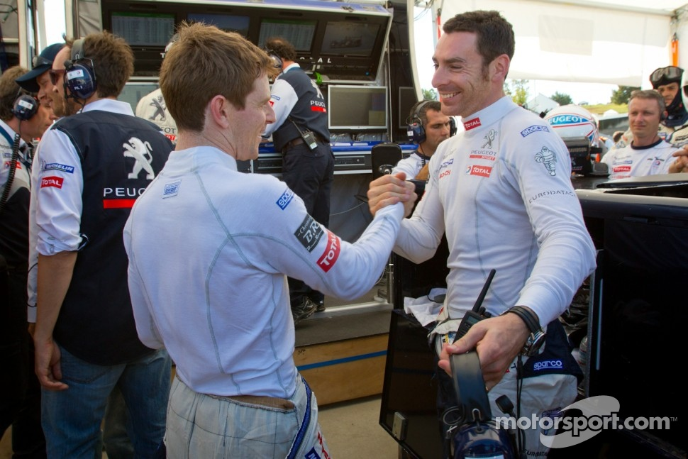 Pole winner Anthony Davidson celebrates with Simon Pagenaud