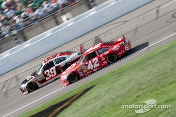 Ryan Newman, Stewart-Haas Racing Chevrolet and Juan Pablo Montoya, Earnhardt Ganassi Racing Chevrolet