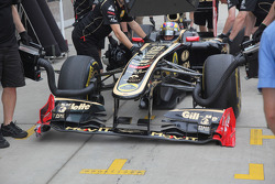 Bruno Senna, Lotus Renault GP damaged his front wing