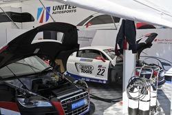 GT3 paddock walkabout  United Autosports garage