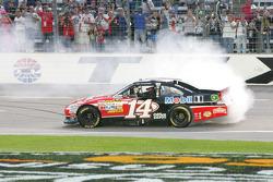 Race winner Tony Stewart, Stewart-Haas Racing Chevrolet