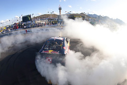 Race winner Kasey Kahne, Red Bull Racing Red Bull Toyota celebrates