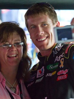 Carl Edwards, Roush Fenway Racing Ford takes a photo with a fan