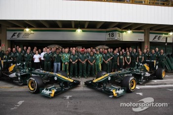 Heikki Kovalainen, Team Lotus and Jarno Trulli, Team Lotus team photo