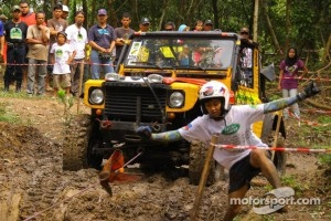 Land Rover Philippines team