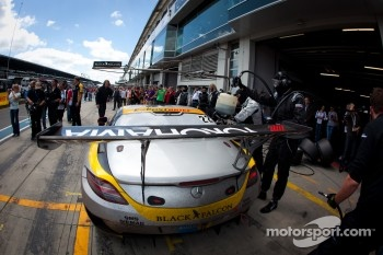 Pit stop for #22 Black Falcon Mercedes-Benz SLS AMG GT3: Kenneth Heyer, Thomas Jäger, Jeroen Bleekemolen