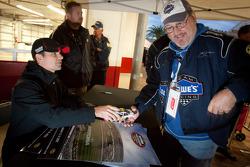 Autograph session: Jeff Gordon, Hendrick Motorsports Chevrolet