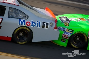 Drafting closeup: Tony Stewart, Stewart-Haas Racing Chevrolet and Danica Patrick, Stewart-Haas Racing Chevrolet