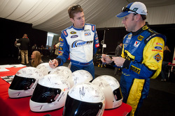 David Ragan, Front Row Motorsports Ford, and Matt Kenseth, Roush Fenway Racing Ford