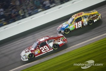 Kevin Harvick, Richard Childress Racing Chevrolet, Kyle Busch, Joe Gibbs Racing Toyota