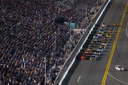 Martin Truex Jr., Michael Waltrip Racing Toyota and Jamie McMurray, Earnhardt Ganassi Racing Chevrolet lead the field to the start