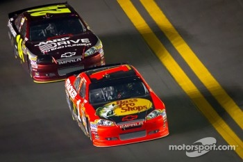 Jamie McMurray, Earnhardt Ganassi Racing Chevrolet, Jeff Gordon, Hendrick Motorsports Chevrolet