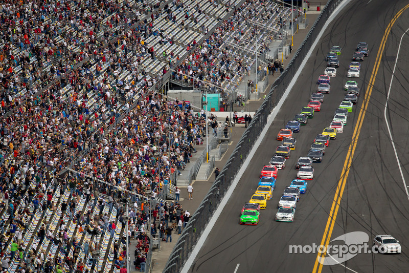 Start: Danica Patrick, JR Motorsports Chevrolet and Trevor Bayne, Roush Fenway Ford lead the field