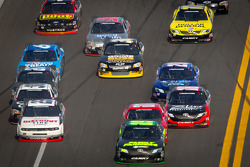 Kenny Wallace, RAB Racing Toyota leads the field