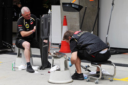 Lotus Renault GP mechanics prepare in the pits