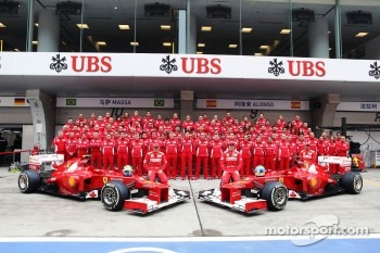 Felipe Massa, Scuderia Ferrari and Fernando Alonso, Scuderia Ferrari at a team photograph