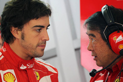 Fernando Alonso, Scuderia Ferrari with Hirohide Hamashima, Scuderia Ferrari Tyre Engineer