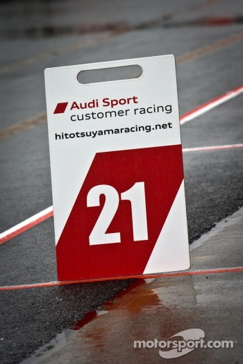 Pit board for #21 Hitotsuyama Racing Audi R8 LMS: Cyndie Allemann, Akihiro Tsuzuki