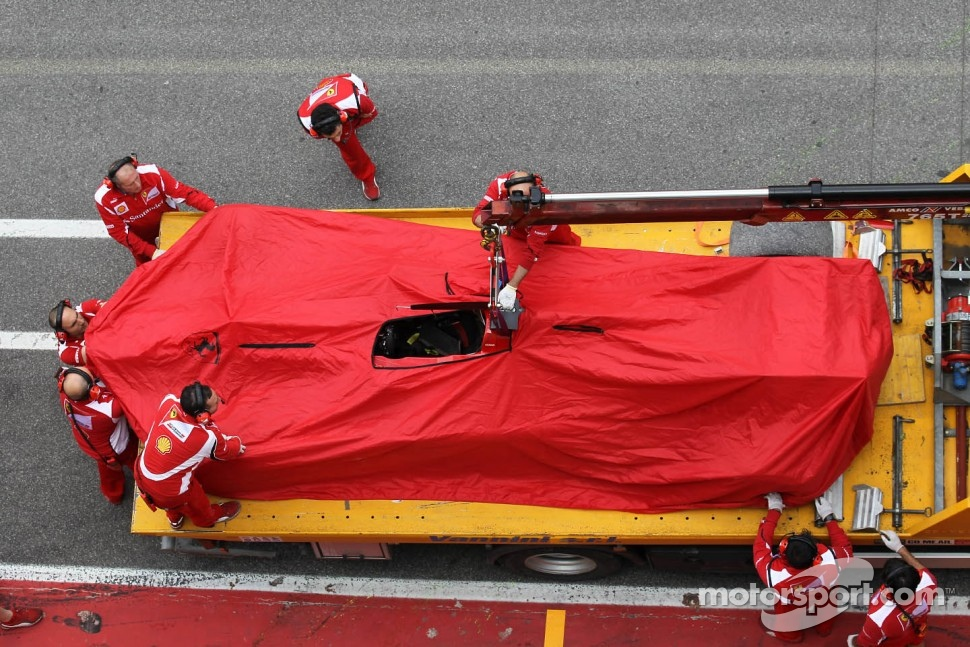 Fernando Alonso, Scuderia Ferrari returned to the pits