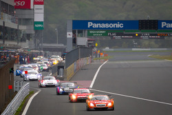 Lap 2 under yellow: #6 Lexus Tean LeMans Eneos Lexus SC430: Daisuke Ito, Kazuya Oshima leads the field back to the track