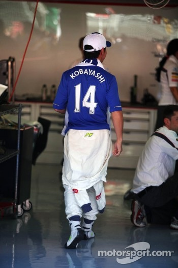 Kamui Kobayashi, Sauber F1 Team with a Chelsea FC shirt