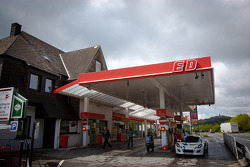 The famous gas station on he Döttinger Höhe